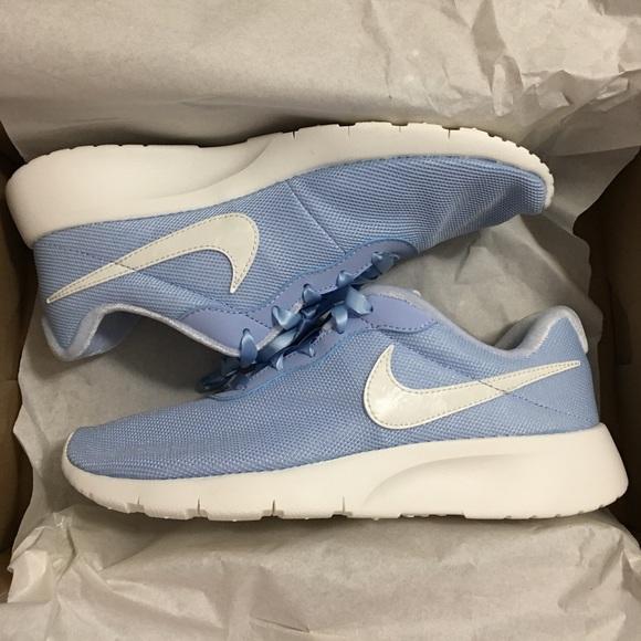 reputable site 5e747 7f60a Nike Tanjun SE women s running shoes light blue